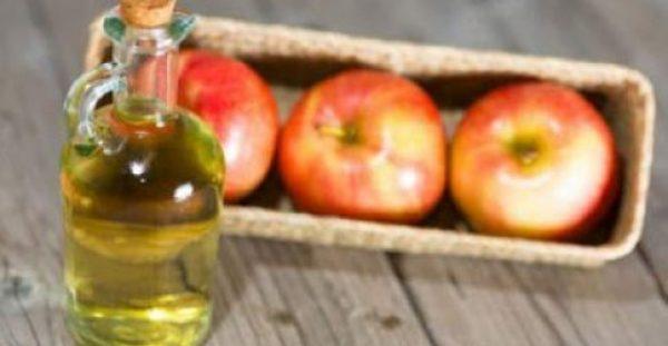 Γιατί και πώς πρέπει να πλένετε το πρόσωπό σας με μηλόξυδο