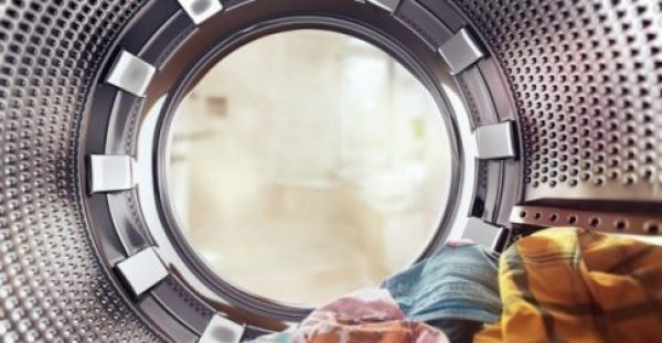 Να τι θα Γίνει αν Βάλετε μια Ασπιρίνη στο Πλυντήριο Ρούχων!