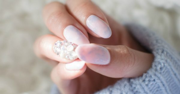 Αυτή είναι η νέα τάση στα νύχια που προτιμούν να βλέπουν επάνω μας οι άντρες! Πως σας φαίνεται; (Photos)
