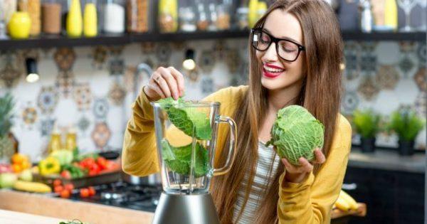 Αυτός Είναι ο Αποτοξινωτικός Χυμός που Πρέπει να Πίνετε το Πρωί για να Αδυνατίσετε