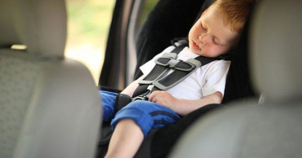 Γιατί το παιδί δεν πρέπει να κοιμάται στο κάθισμα του αυτοκινήτου