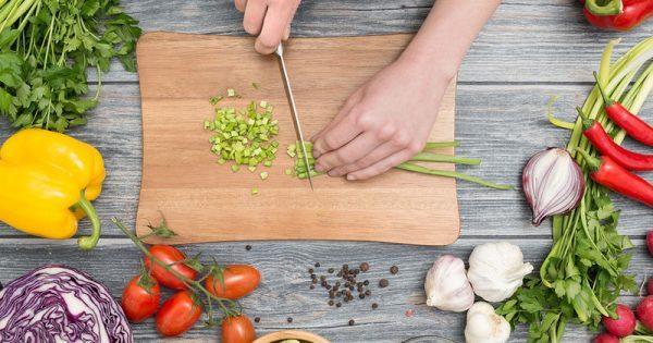 Οκτώ εύκολοι τρόποι να βάλετε τη μεσογειακή διατροφή στη ζωή σας