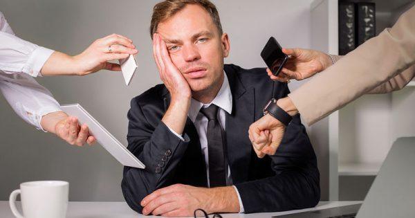 Πόσες ώρες εργασίας την εβδομάδα «αρρωσταίνουν» την καρδιά