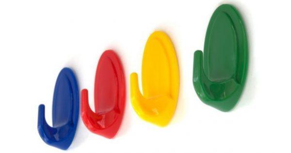 11 Τρόποι για να Οργανώσετε το Σπίτι σας με Πλαστικά Γαντζάκια