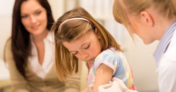 Μηνιγγίτιδα Β: Μια παιδίατρος λύνει όλες τις απορίες για την «ύπουλη» νόσο