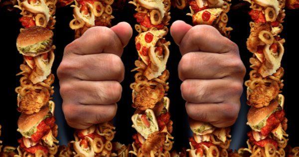 Εθισμός στο φαγητό: Ποιες τροφές είναι εθιστικές – Συμπτώματα και θεραπεία