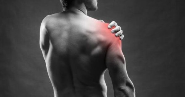 Πόνος στον ώμο: Τι φανερώνει για την καρδιά