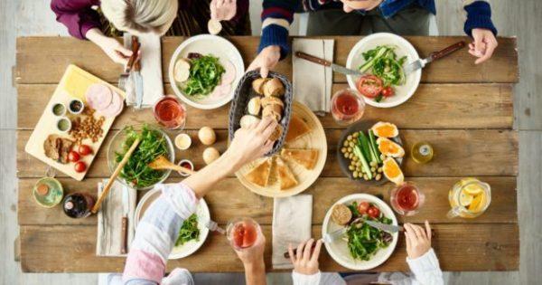 Να τι Τρώνε οι Διατροφολόγοι Όταν Βγαίνουν Έξω για Φαγητό!