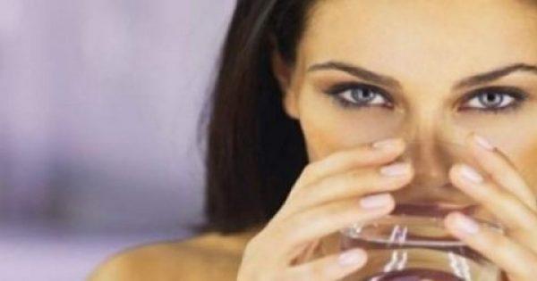 Οι πέντε λόγοι που πρέπει να πίνουμε νερό το πρωί με άδειο στομάχι