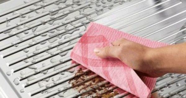 Πώς να απολυμάνετε και να πλύνετε σωστά το βετέξ της κουζίνας που μαζεύει μικρόβια