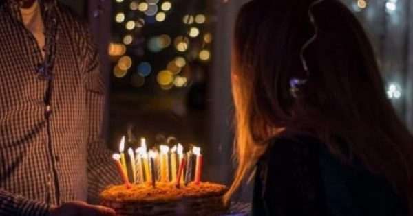 Αποκλείεται να το γνώριζες: Γιατί σβήνουμε κεριά στα γενέθλια;
