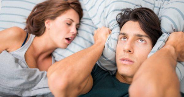 Ροχαλητό: Γιατί είναι πιο επικίνδυνο για τις γυναίκες!!!