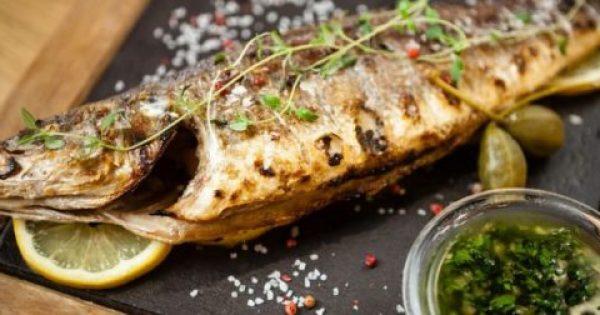 Tο μυστικό για να μην κολλάει το ψάρι στη σχάρα όταν το ψήνετε