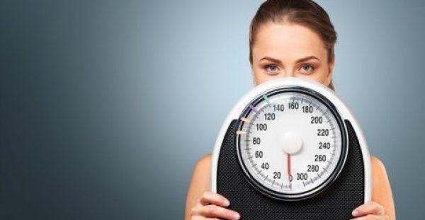 Σύνδρομο πολυκυστικών ωοθηκών: Πώς επηρεάζει το σωματικό βάρος