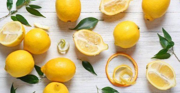 Να τι θα Συμβεί αν Βάλετε μια Φλούδα Λεμονιού στο Πλυντήριο Πιάτων