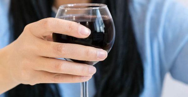 Καρκίνος μαστού: Ακόμη και λίγο αλκοόλ αυξάνει τον κίνδυνο