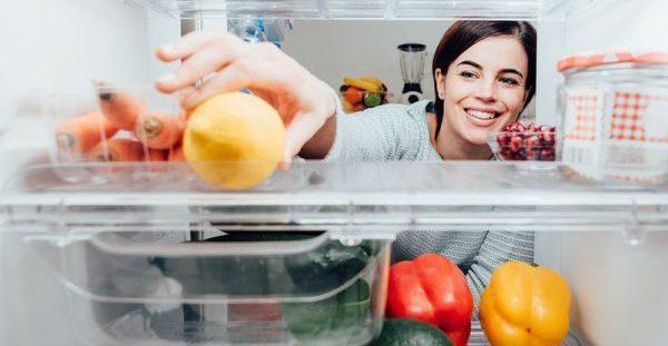 Ποια φρούτα και λαχανικά μπαίνουν στο ψυγείο & ποια μπορείτε να αφήσετε εκτός