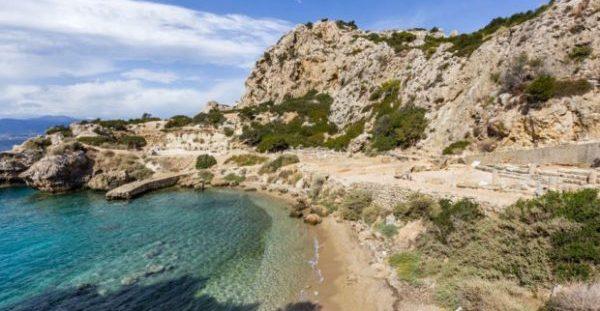 Η «Γαλάζια Λίμνη» που Απέχει Μόλις μία Ώρα από την Αθήνα