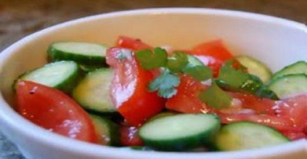 ΜΑΣ ΞΑΦΝΙΑΖΟΥΝ ΟΙ ΕΙΔΙΚΟΙ !!! Ποτέ ξανά ντομάτα μαζί με αγγούρι στη σαλάτα – Δείτε γιατί…