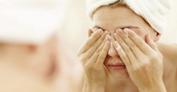 Πλύσιμο προσώπου: Πέντε βασικά λάθη που πρέπει να αποφεύγετε