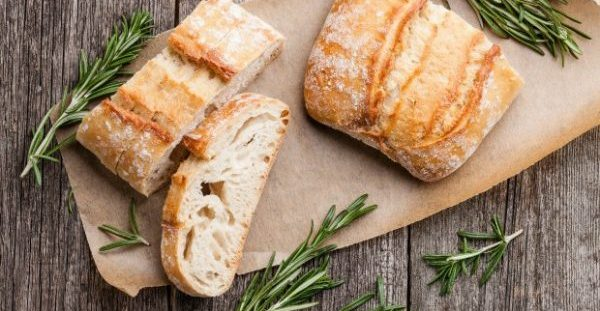 To Τip της Νοικοκυράς: Κάντε το Μπαγιάτικο Ψωμί σας Ολόφρεσκο