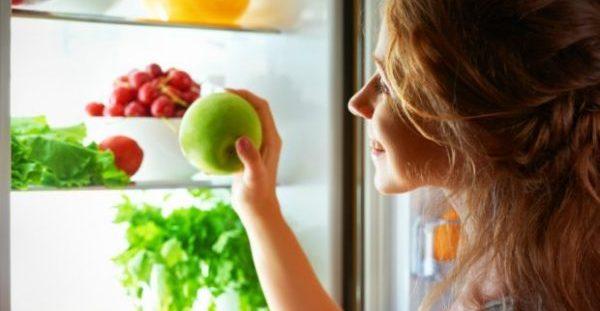 Το Απίστευτο Τρικ για να μην Μουχλιάζουν τα Φρούτα και τα Λαχανικά σας Εντός Ψυγείου