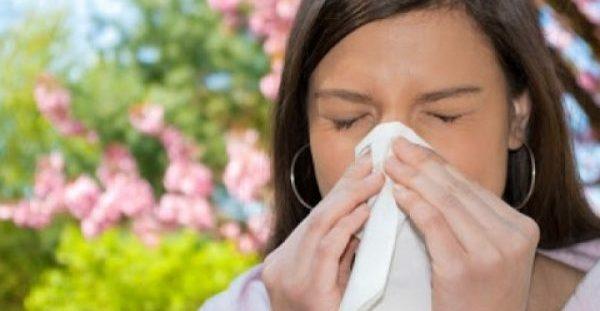 Προσοχή στην Αλλεργική ρινίτιδα. Προκαλεί συνάχι, μπουκωμένη μύτη, πονοκέφαλο, φτέρνισμα, ξηρό βήχα. Μέτρα πρόληψης και Φυσικοί τρόποι αντιμετώπισης