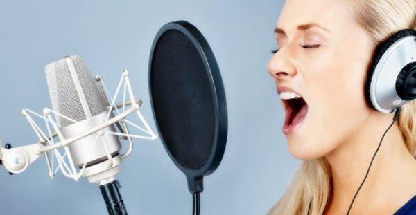 Τι είναι η νόσος των τραγουδιστών που μπορεί να «τελειώσει» την καριέρα τους [vids]
