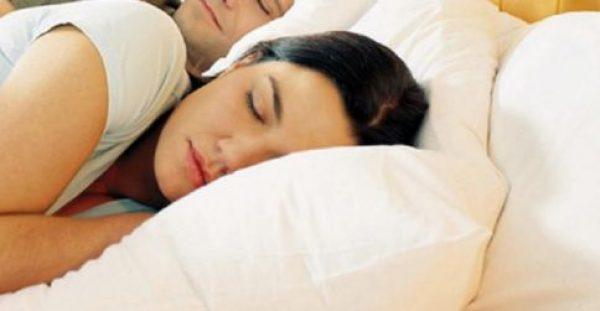 Τι κερδίζουμε αν κοιμόμαστε στην αριστερή μας πλευρά