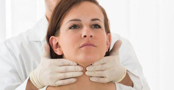 Αφαίρεση θυρεοειδούς από το στόμα, χωρίς ίχνος ουλής στο λαιμό