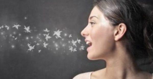 Τι πρέπει να κάνετε για να μη μυρίζει το στόμα σας