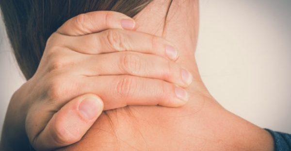 Πόνος στον αυχένα: 2 γιατροσόφια για άμεση ανακούφιση!!!