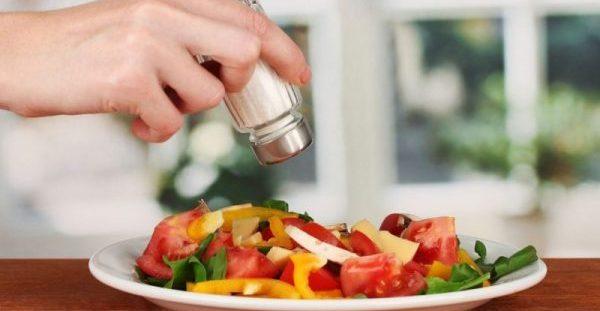 Αυτός είναι ο λόγος που το λιγότερο αλάτι μειώνει την αρτηριακή πίεση