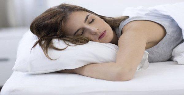 Οι γυναίκες που κοιμούνται με ανοιχτό φως ή τηλεόραση παχαίνουν