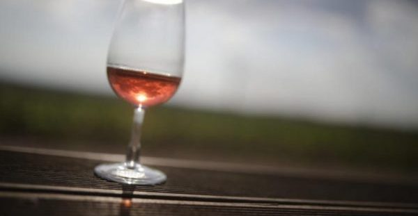 Ένα ποτήρι κόκκινο κρασί μας… αδυνατίζει όσο μια ώρα στο γυμναστήριο! Δείτε πως