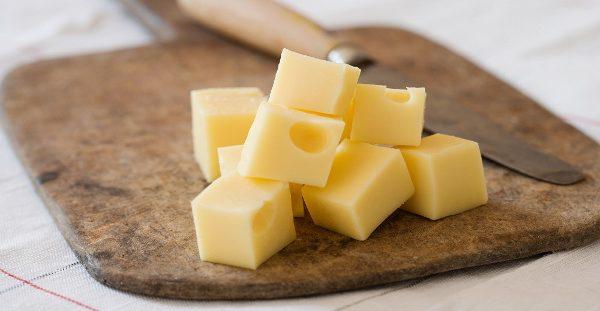Προσοχή: Δείτε τι παθαίνει η καρδιά αν τρώτε τυρί κάθε μέρα